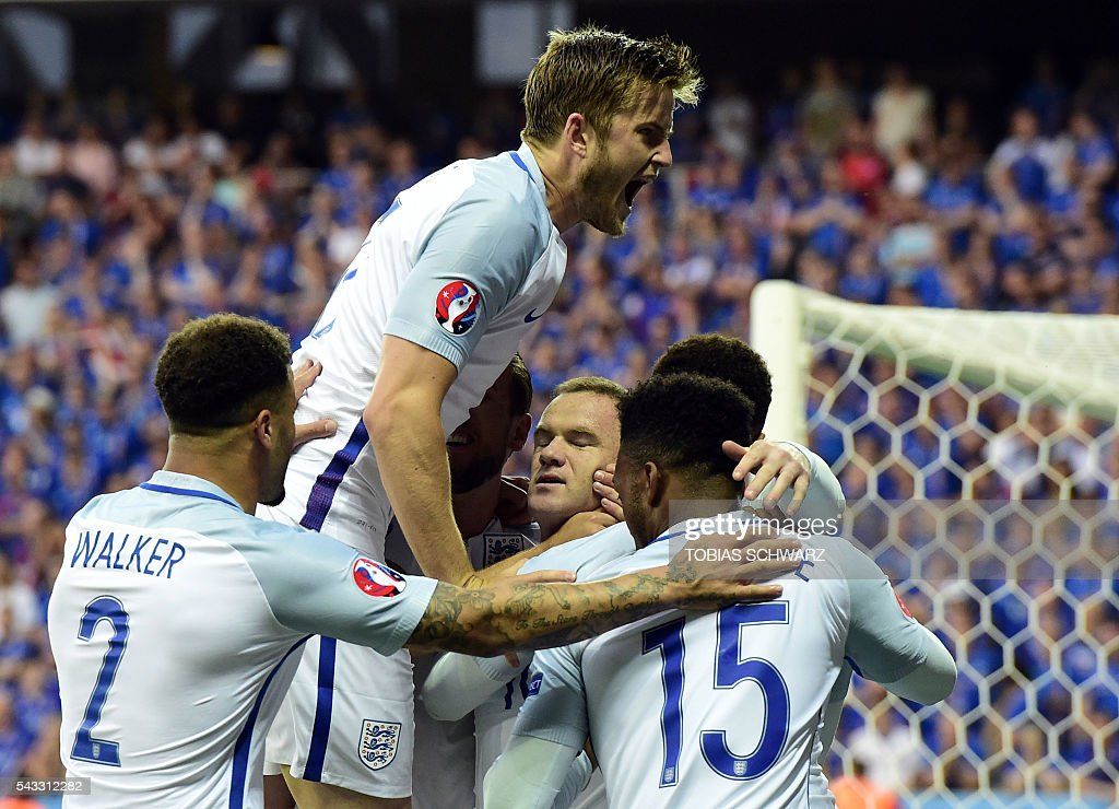 England players celebrate their first goal by England's forward Wayne Rooney (C) during Euro 2016 round of 16 football match between England and Iceland at the Allianz Riviera stadium in Nice on June 27, 2016. / AFP / TOBIAS