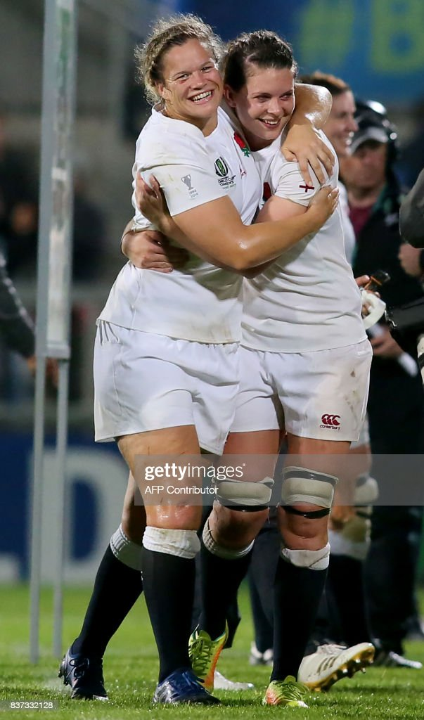 England players celebrate victory after the Women's Rugby World Cup 2017 semi-final match between England and France at The Kingspan Stadium in Belfast on August 22, 2017. England beat France 20-3. / AFP PHOTO / Paul FAITH / RESTRICTED