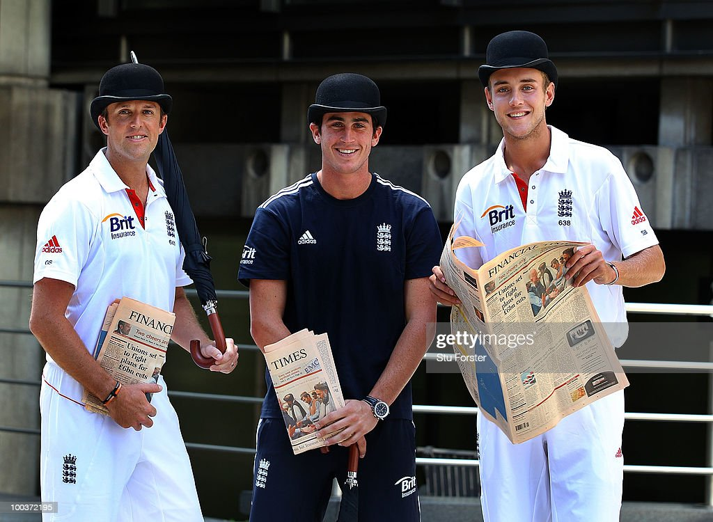 England players Graeme Swann (l) Craig Kieswetter (c) and Stuart Broad catch up on the latest financial news during a visit to Lloyds of London as guests of Brit Insurance on May 24, 2010 in London, England.