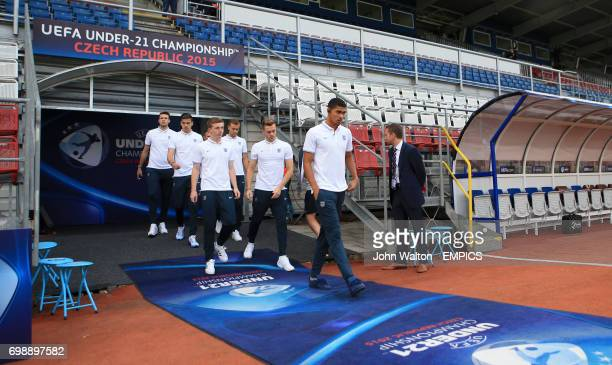 England players led by Ruben LoftusCheek have a walk around the pitch before the match