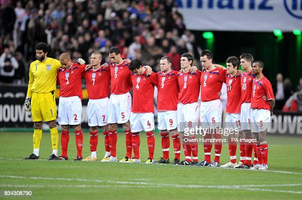 England players observe a minutes silence for French football commentator Thierry Gilardi