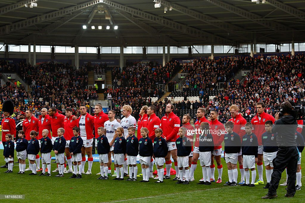 England players observe a moments silence for ex-player Steve Prescott MBE before the Rugby League World Cup Group A match at the KC Stadium on November 9, 2013 in Hull, England.