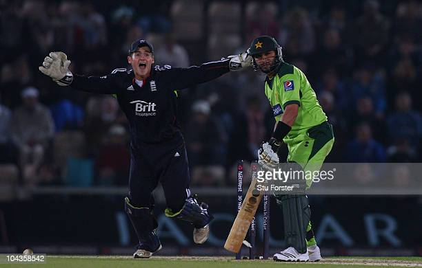 England wicketkeeper Steven Davies celebrates as Pakistan batsman Shahid Afridi is bowled by Graeme Swann during the 5th NatWest ODI between England...