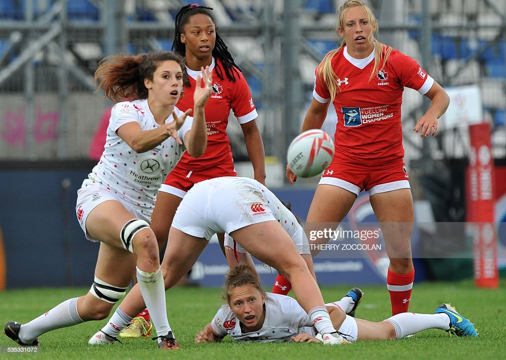 England's Abbie Brown (L) passes the ball during the HSBC World Rugby Women' Sevens Series match between England and Canada on May 29, 2016 at the Gabriel Montpied stadium in Clermont-Ferrand, central France.
