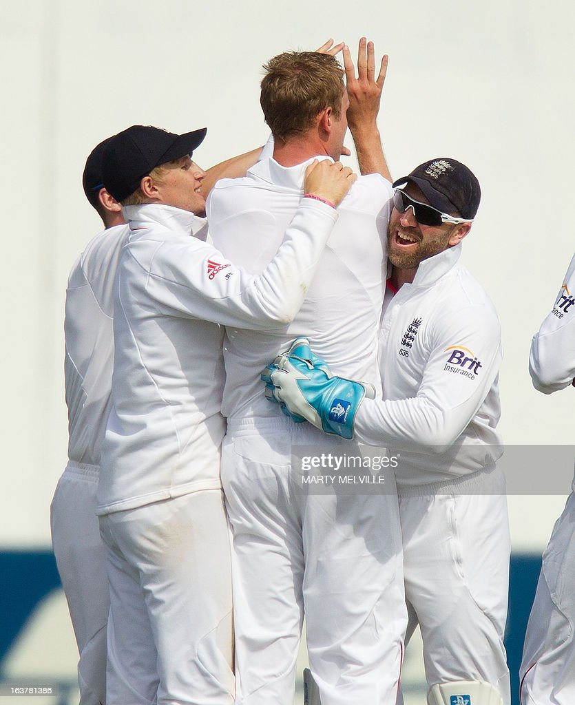England's Alastair Cook (L) Stuart Broard (C) and Matt Prior (R) celebrate with teammates after New Zealand's Trent Boult was caught out ending the New Zealand innings during day three of the international cricket Test match between New Zealand and England played at the Basin Reserve in Wellington on March 16, 2013. AFP PHOTO / Marty MELVILLE