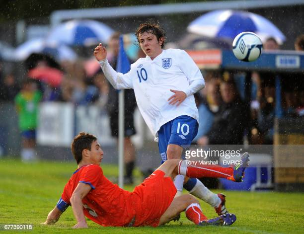 England's Ben Pearson and Czech Republic's Stefan Simic battle for the ball