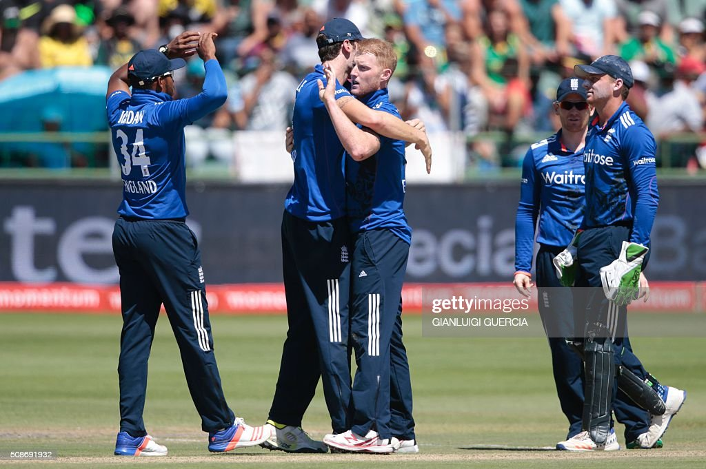 England's bowler Ben Stokes (C) celebrates the dismissal of South African batsman Quinton de Kock (not in picture) during the second One Day International match between England and South Africa at St. George's park on February 6, 2016 in Port Elizabeth. / AFP / GIANLUIGI GUERCIA