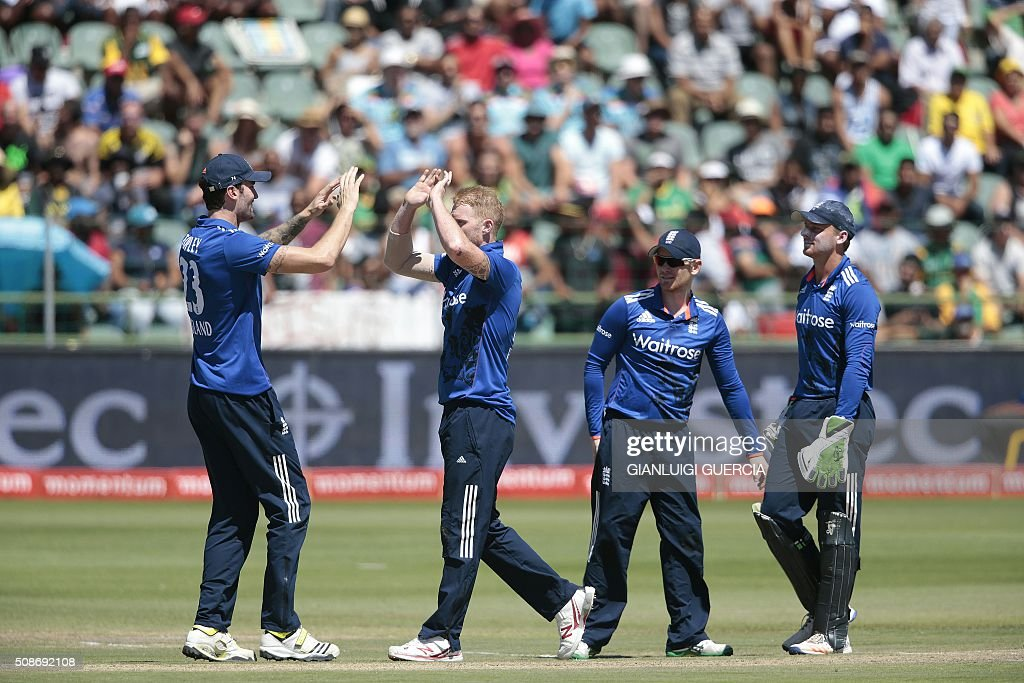 England's bowler Ben Stokes (2ndL) celebrates the dismissal of South African batsman Quinton de Kock (not in picture) during the second One Day International match between England and South Africa at St. George's park on February 6, 2016 in Port Elizabeth. / AFP / GIANLUIGI GUERCIA