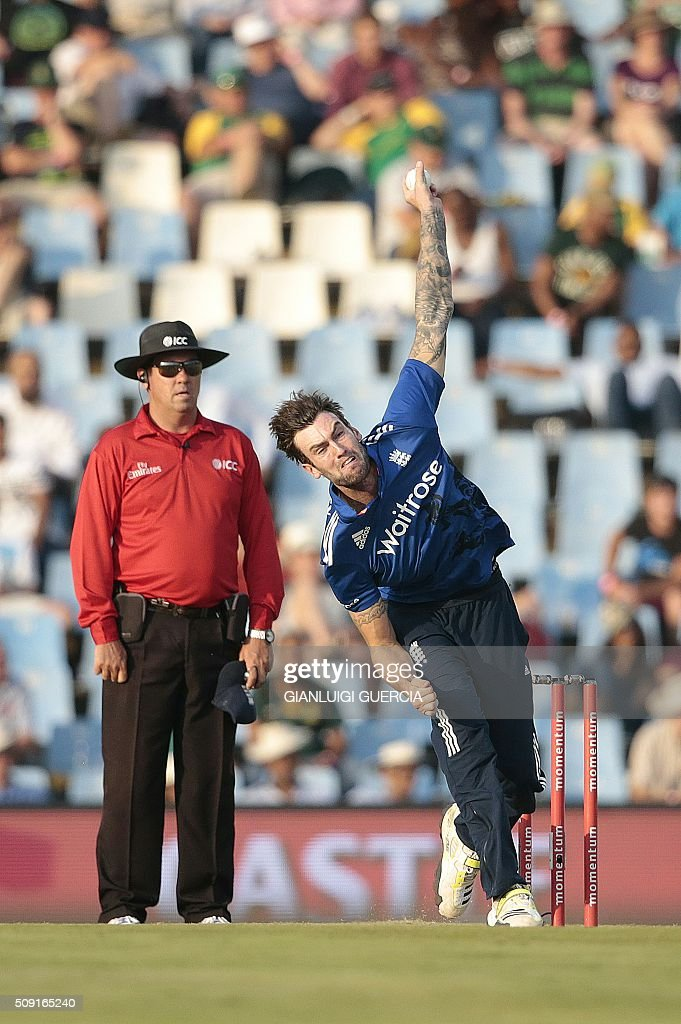 England's bowler Reece Topley (R) bowls on South African batsman Quinton De Kock (not in picture) during the third One Day International match between England and South Africa at Supersport park on February 9, 2016 in Centurion. GUERCIA