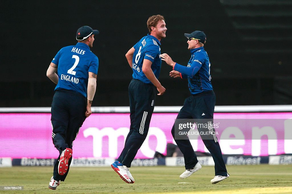 England's bowler Stuart Broad celebrates the dismissal of South African batsman Hashim Amla (NOT IN PICTURE) during the fourth One Day International (ODI) cricket match between England and South Africa at Wanderers on February 12, 2016 in Johannesburg, South Africa. / AFP / GIANLUIGI GUERCIA