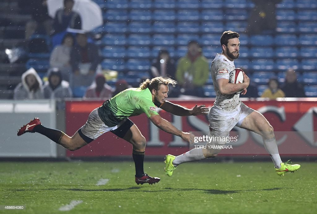 England's Charlie Hayter dashes for a try as he dodges a tackle by South Africa's Werner Kok during the final match of the Tokyo Rugby Sevens in...