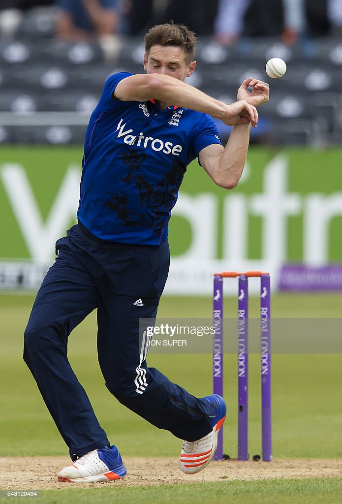 England's Chris Woakes drops a catch hit by Sri Lanka's Kusal Mendis off his own bowling during play in the third one day international (ODI) cricket match between England and Sri Lanka at Bristol cricket ground in Bristol, south-west England, on June 26, 2016. / AFP / JON