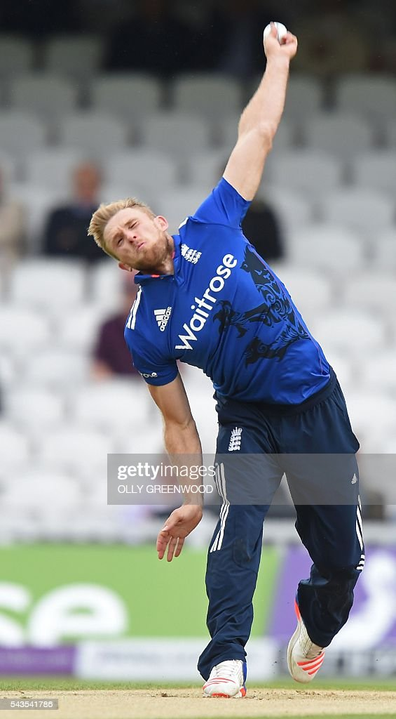 England's David Willey bowls during the fourth One Day International (ODI) cricket match between England and Sri Lanka at The Oval cricket ground in London on June 29, 2016. / AFP / OLLY