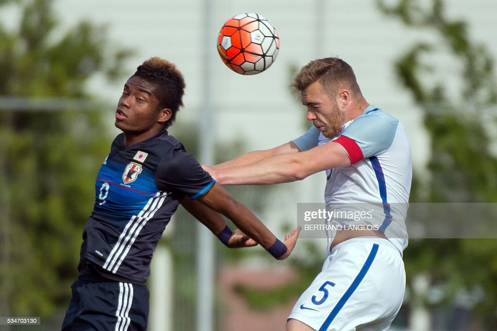 England's defender and captain Calum Chambers (R) vies with Japan's forward Ado Onaiwu during the 'Festival International Espoirs' Under 21 football match at the Leo-Lagrange stadium in Toulon, southern France, on May 27, 2016. / AFP / BERTRAND