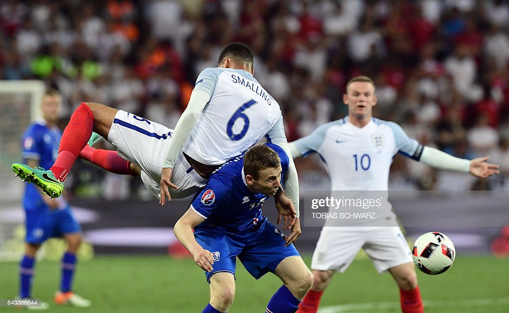 England's defender Chris Smalling vies for the ball against Iceland's forward Jon Dadi Bodvarsson during Euro 2016 round of 16 football match between England and Iceland at the Allianz Riviera stadium in Nice on June 27, 2016. / AFP / TOBIAS
