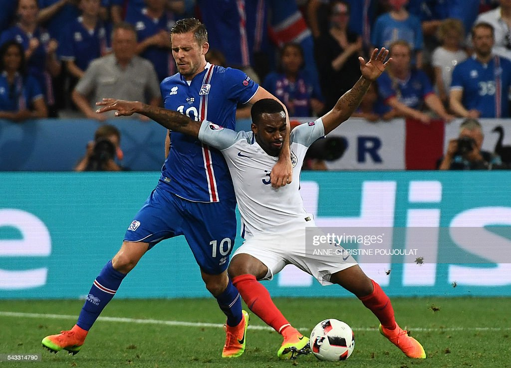 England's defender Danny Rose (R) and Iceland's midfielder Gylfi Sigurdsson vie for the ball during Euro 2016 round of 16 football match between England and Iceland at the Allianz Riviera stadium in Nice on June 27, 2016. / AFP / ANNE