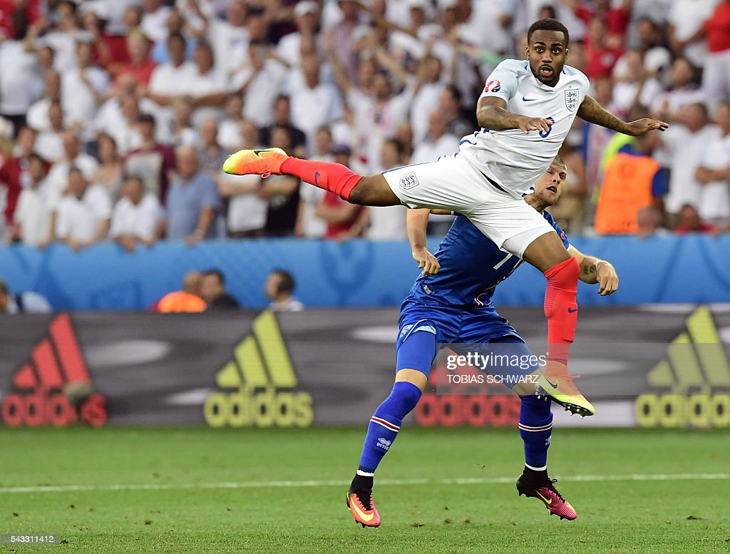 England's defender Danny Rose (L) vies for the ball against Iceland's forward Johann Berg Gudmundsson during Euro 2016 round of 16 football match between England and Iceland at the Allianz Riviera stadium in Nice on June 27, 2016. / AFP / TOBIAS