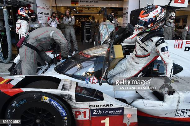 England's driver NickTandy takes a relay of his Porsche 919 Hybrid N°1 during the 85th Le Mans 24hours endurance race on June 17 2017 in Le Mans...