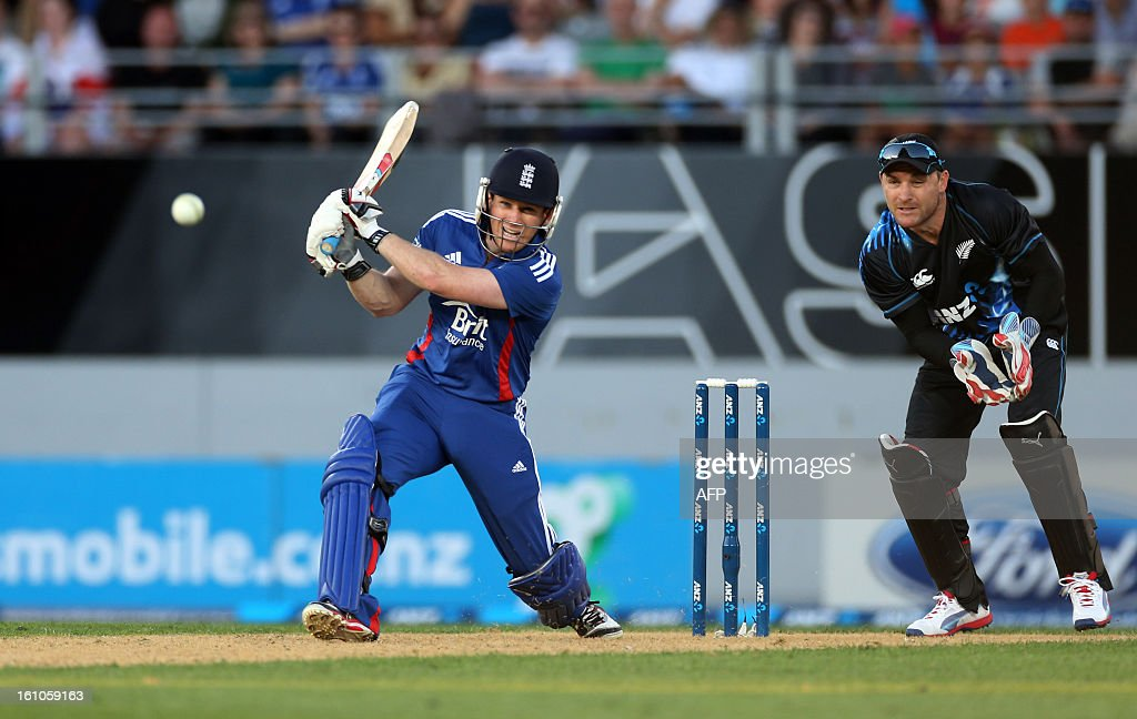 England's Eion Morgan bats as New Zealand's captain and wicket keeper Brendon McCullum looks on during the International Twenty20 cricket match between New Zealand and England played at Eden Park in Auckland on Febuary 9, 2013. AFP PHOTO / Michael BRADLEY / AFP / MICHAEL