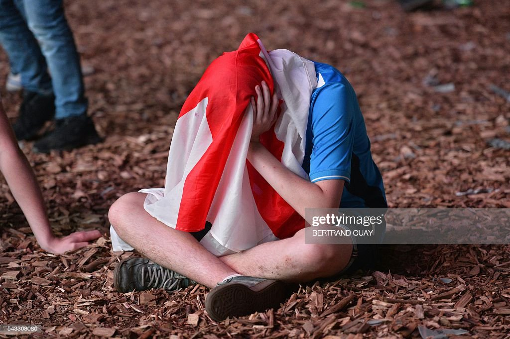 England's fans are disappointed after the football match between Iceland and England at the Champ-de-Mars fan zone in Paris on June, 27, 2016. / AFP / BERTRAND