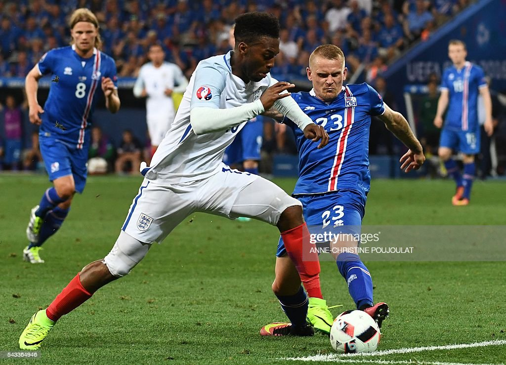 England's forward Daniel Sturridge (L) and Iceland's defender Ari Skulason vie for the ball during Euro 2016 round of 16 football match between England and Iceland at the Allianz Riviera stadium in Nice on June 27, 2016. / AFP / ANNE