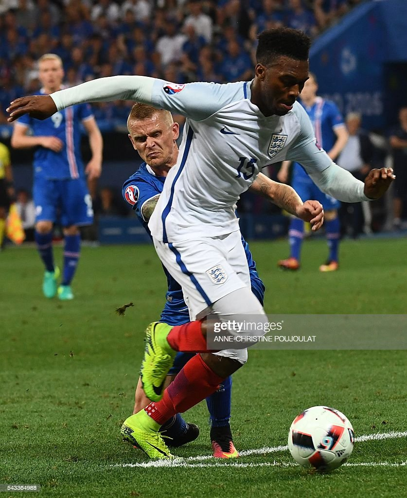 England's forward Daniel Sturridge (R) and Iceland's defender Ari Skulason vie for the ball during Euro 2016 round of 16 football match between England and Iceland at the Allianz Riviera stadium in Nice on June 27, 2016. / AFP / ANNE