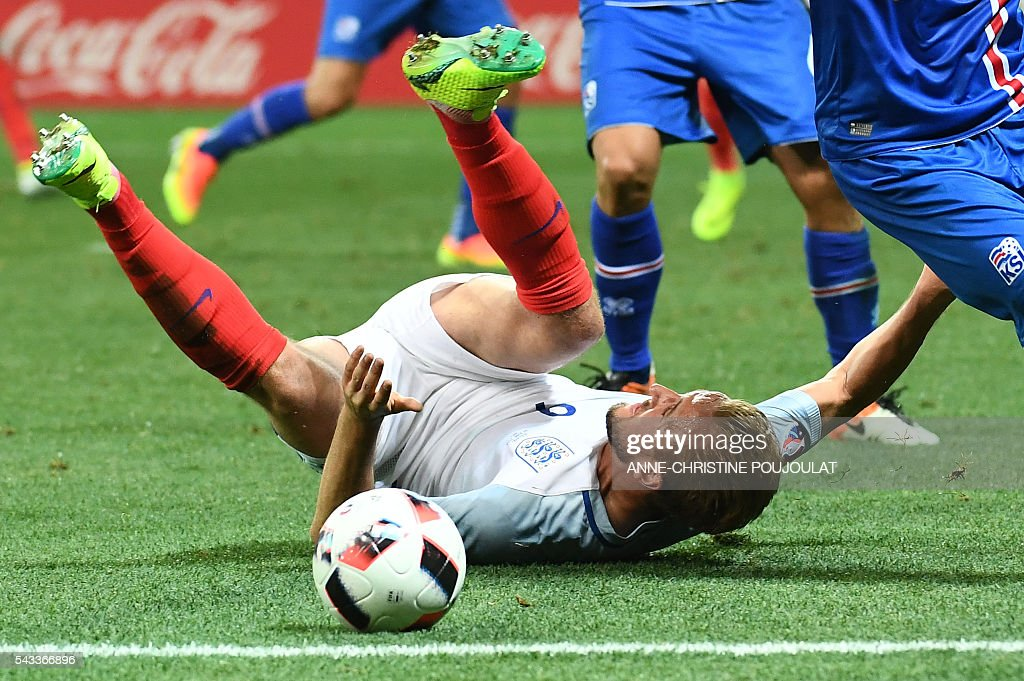 England's forward Harry Kane falls on the pitch during Euro 2016 round of 16 football match between England and Iceland at the Allianz Riviera stadium in Nice on June 27, 2016. / AFP / ANNE