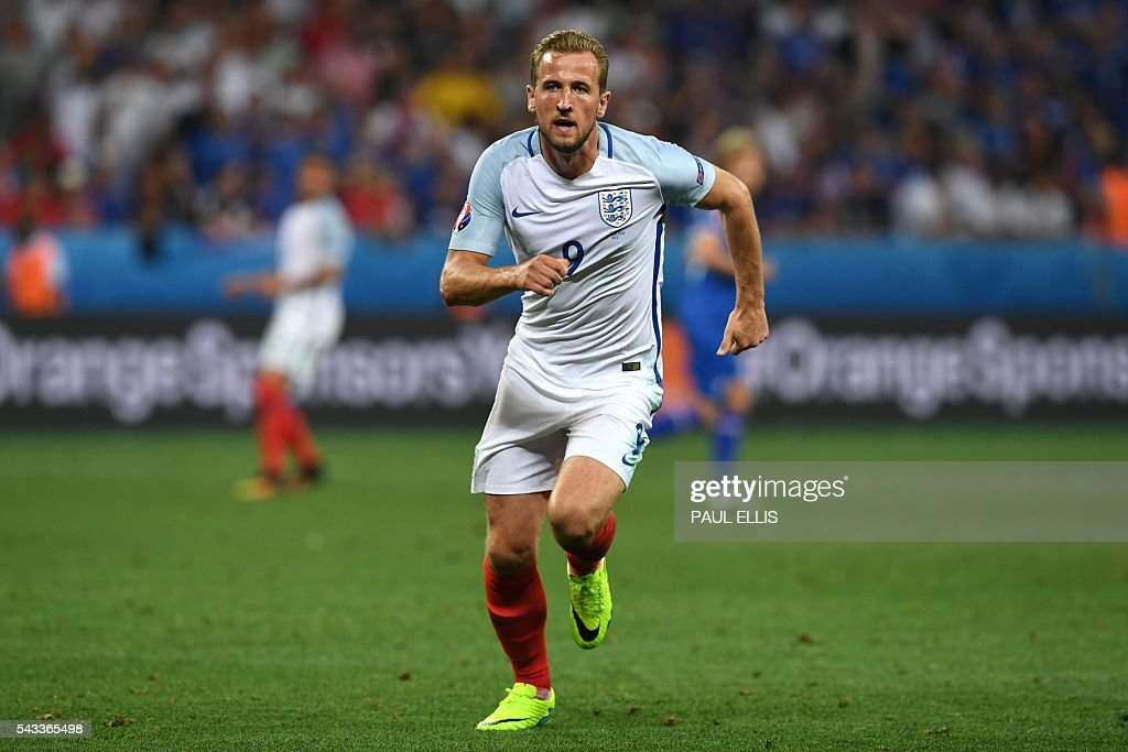 England's forward Harry Kane runs during Euro 2016 round of 16 football match between England and Iceland at the Allianz Riviera stadium in Nice on June 27, 2016. / AFP / PAUL
