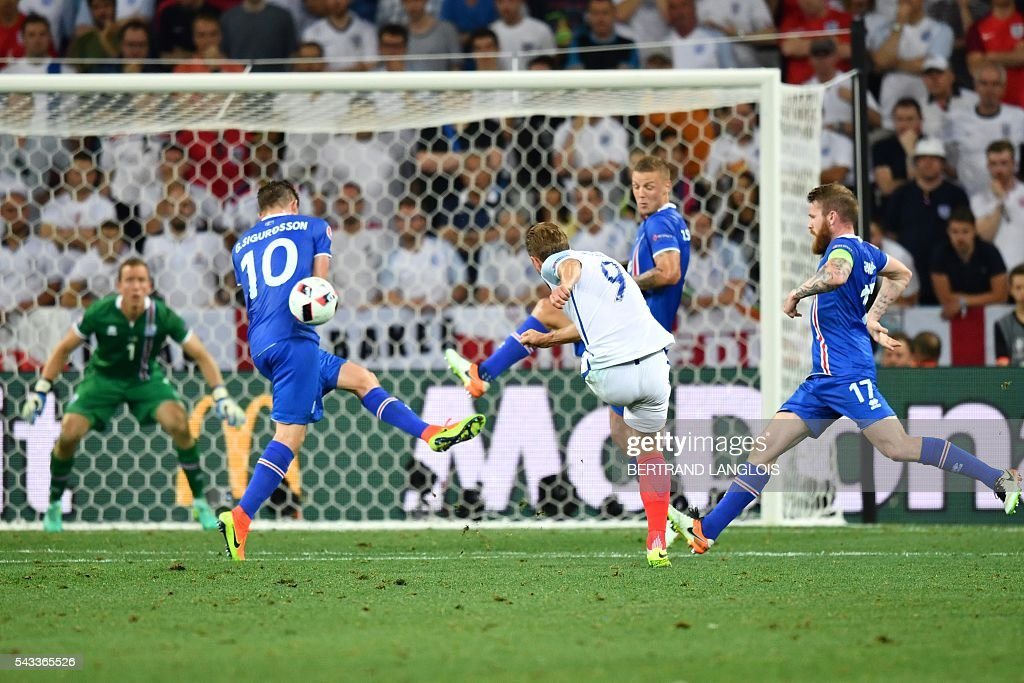 England's forward Harry Kane's (C) attempt on the goal is blocked during the Euro 2016 round of 16 football match between England and Iceland at the Allianz Riviera stadium in Nice on June 27, 2016. / AFP / BERTRAND