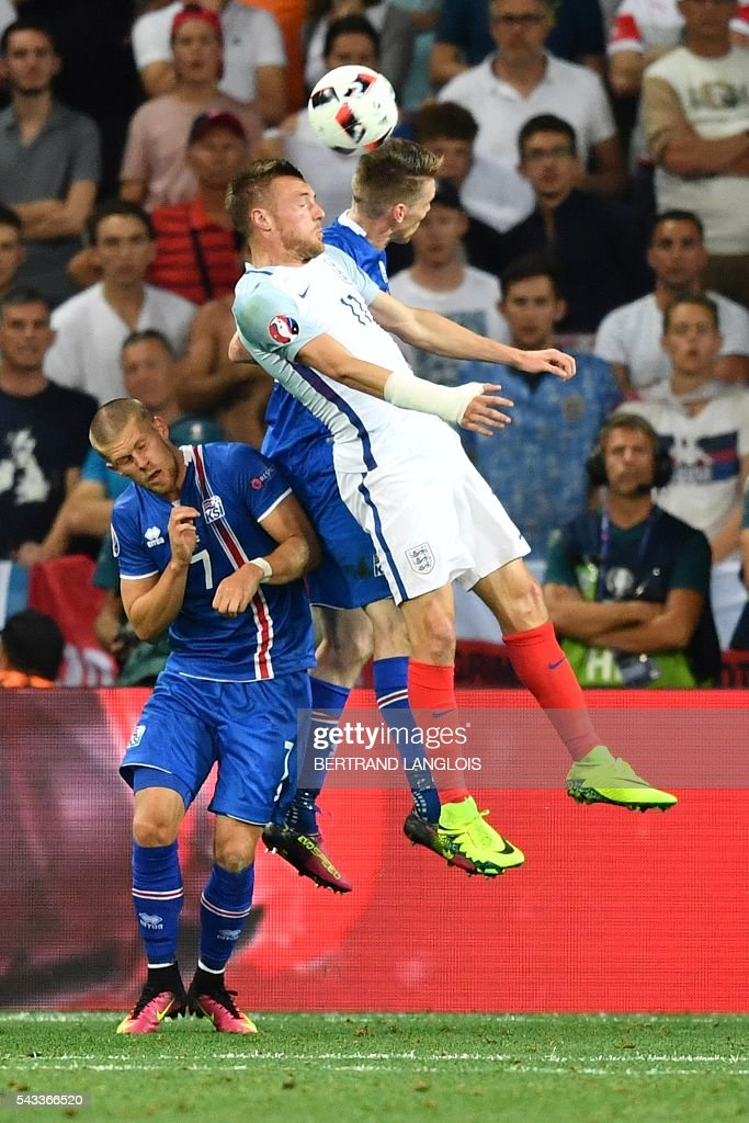 England's forward Jamie Vardy and Iceland's defender Birkir Saevarsson and Iceland's forward Johann Berg Gudmundsson vie for the ball during the Euro 2016 round of 16 football match between England and Iceland at the Allianz Riviera stadium in Nice on June 27, 2016. / AFP / BERTRAND