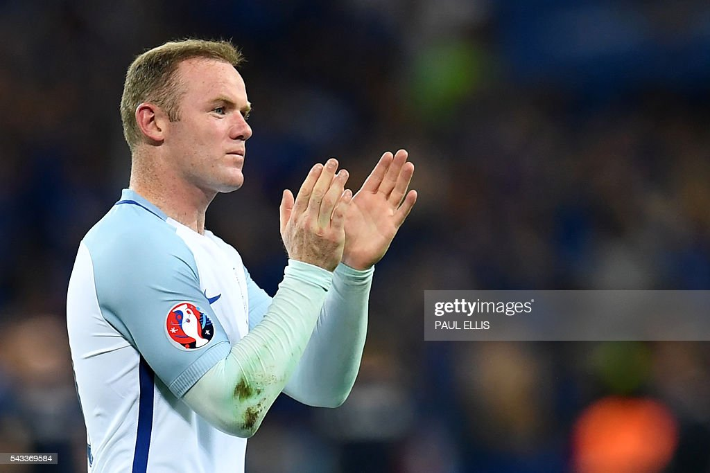 England's forward Wayne Rooney acknowledges the fans after England lost 2-1 to Iceland in the Euro 2016 round of 16 football match between England and Iceland at the Allianz Riviera stadium in Nice on June 27, 2016. / AFP / PAUL