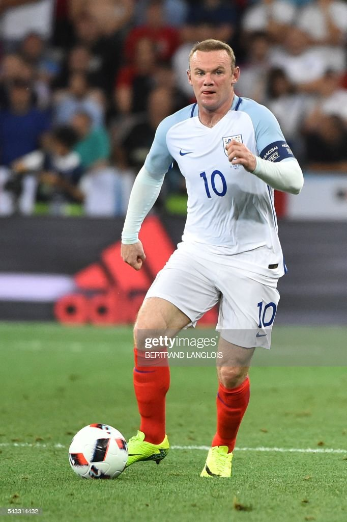 England's forward Wayne Rooney plays the ball during the Euro 2016 round of 16 football match between England and Iceland at the Allianz Riviera stadium in Nice on June 27, 2016. / AFP / BERTRAND