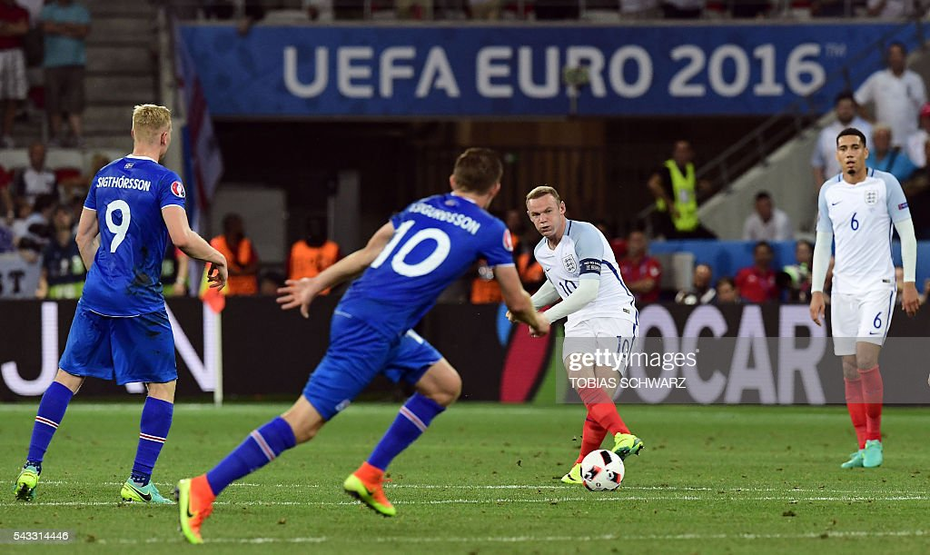 England's forward Wayne Rooney shoots the ball during Euro 2016 round of 16 football match between England and Iceland at the Allianz Riviera stadium in Nice on June 27, 2016. / AFP / TOBIAS