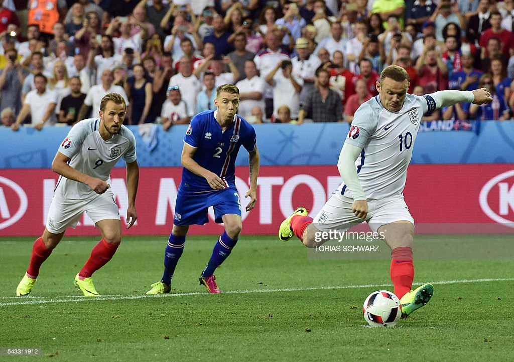 England's forward Wayne Rooney shoots the team's first goal during Euro 2016 round of 16 football match between England and Iceland at the Allianz Riviera stadium in Nice on June 27, 2016. / AFP / TOBIAS