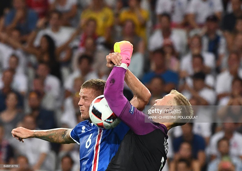 England's goalkeeper Joe Hart (R) and Iceland's defender Ragnar Sigurdsson vie for the ball during Euro 2016 round of 16 football match between England and Iceland at the Allianz Riviera stadium in Nice on June 27, 2016. / AFP / ANNE