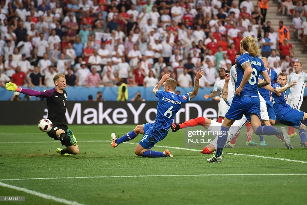 England's goalkeeper Joe Hart misses the ball to give Iceland there first goal during Euro 2016 round of 16 football match between England and Iceland at the Allianz Riviera stadium in Nice on June 27, 2016. / AFP / PAUL