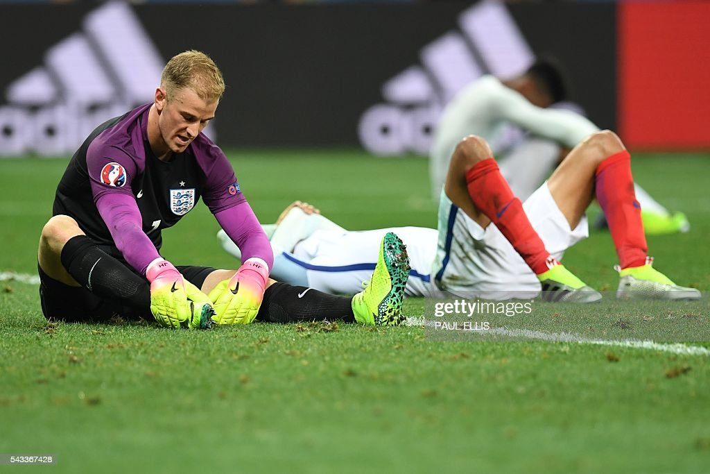 England's goalkeeper Joe Hart (L) reacts after loosing 1-2 to Iceland in the Euro 2016 round of 16 football match between England and Iceland at the Allianz Riviera stadium in Nice on June 27, 2016. / AFP / PAUL