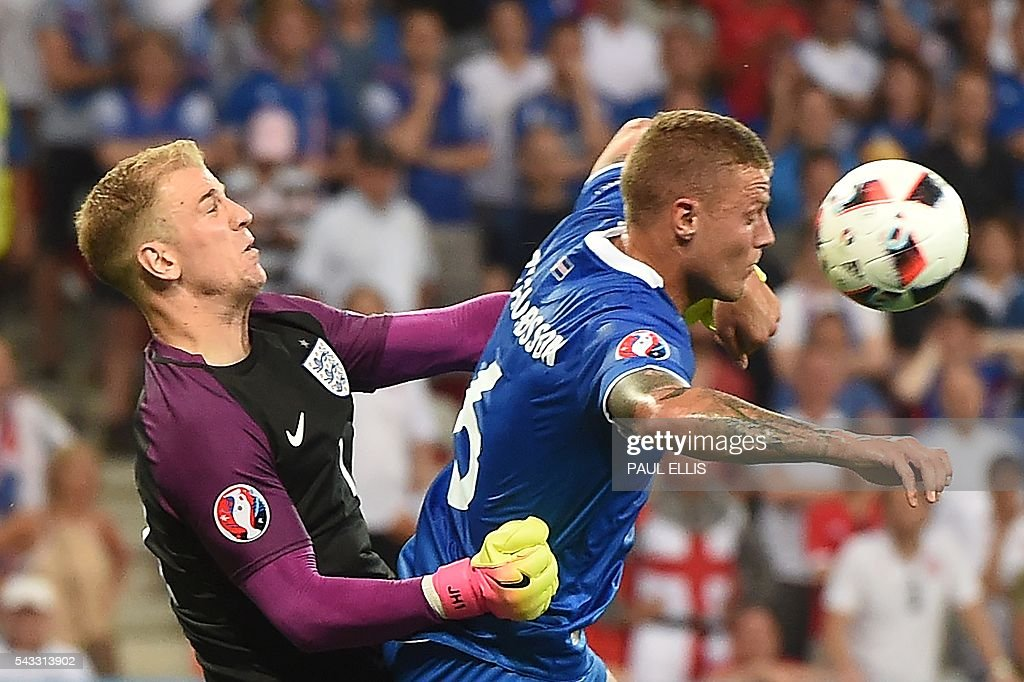 England's goalkeeper Joe Hart (L) vies for the ball aginst Iceland's defender Ragnar Sigurdsson during Euro 2016 round of 16 football match between England and Iceland at the Allianz Riviera stadium in Nice on June 27, 2016. / AFP / PAUL