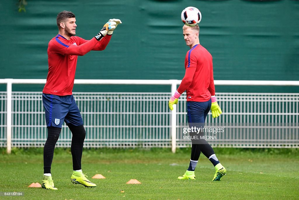 England's goalkeepers Joe Hart (R) and Fraser Forster attend a training session at the Bourgogne stadium in Chantilly on June 26, 2016, during the Euro 2016 football tournament. / AFP / MIGUEL