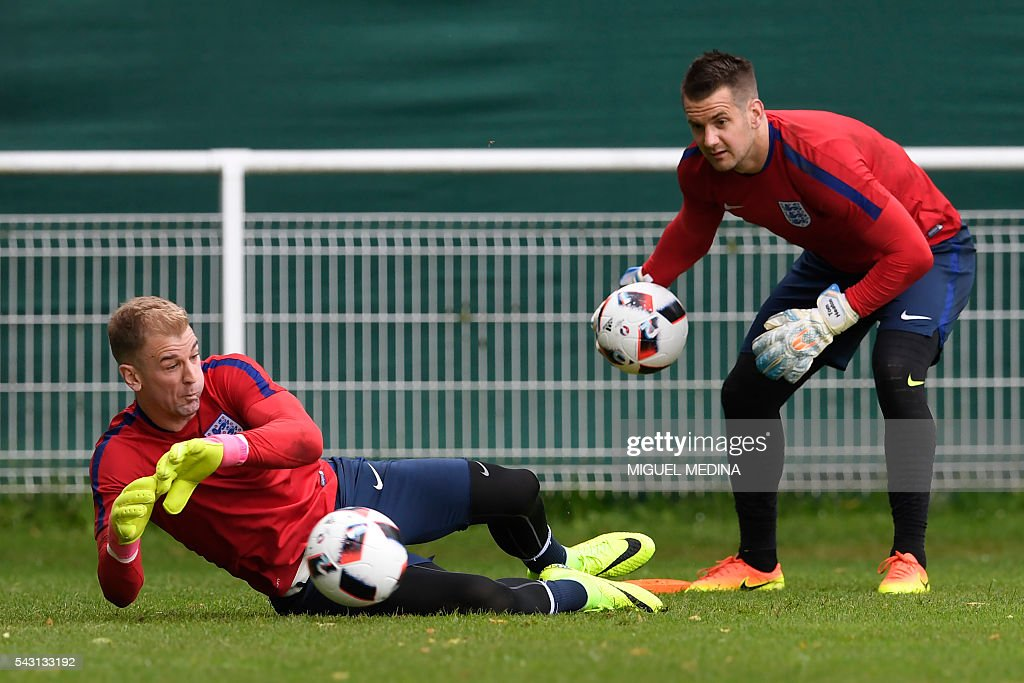 England's goalkeepers Joe Hart (L) and Tom Heaton attend a training session at the Bourgogne stadium in Chantilly on June 26, 2016, during the Euro 2016 football tournament. / AFP / MIGUEL