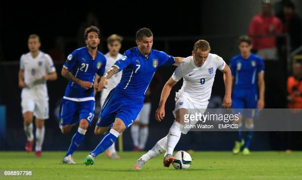 England's Harry Kane and Italy's Federico Viviani battle for the ball