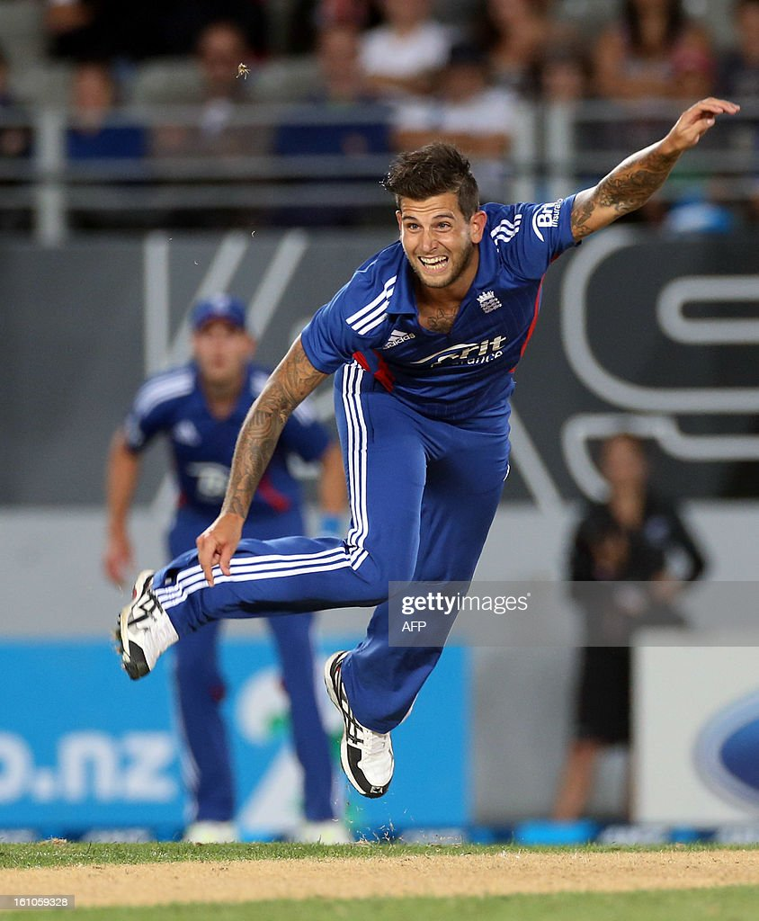 England's Jade Dernbach bowls during the International Twenty20 cricket match between New Zealand and England played at Eden Park in Auckland on Febuary 9, 2013. AFP PHOTO / Michael BRADLEY