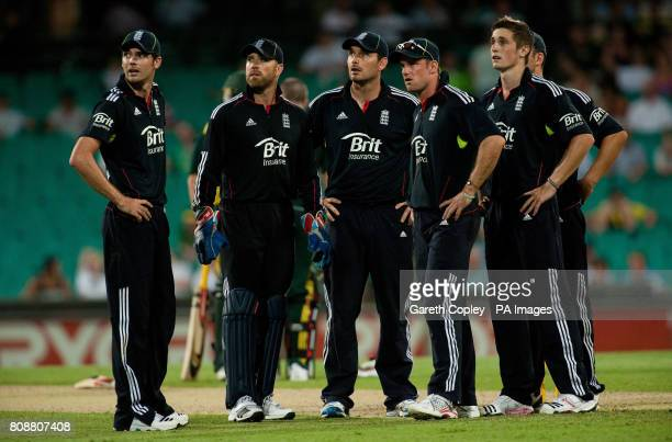 England's James Anderson Matthew Prior Michael Yardy Andrew Strauss and Chris Woakes during the Sixth One Day International at the Sydney Cricket...