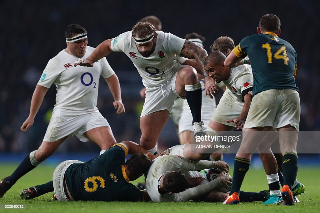TOPSHOT - England's Joe Marler (C) supports during the rugby union test match between England and South Africa at Twickenham stadium in southwest London on November 12, 2016. / AFP / Adrian DENNIS