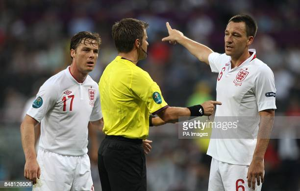 England's John Tery and Scott Parker chat with referee Nicola Rizzoli