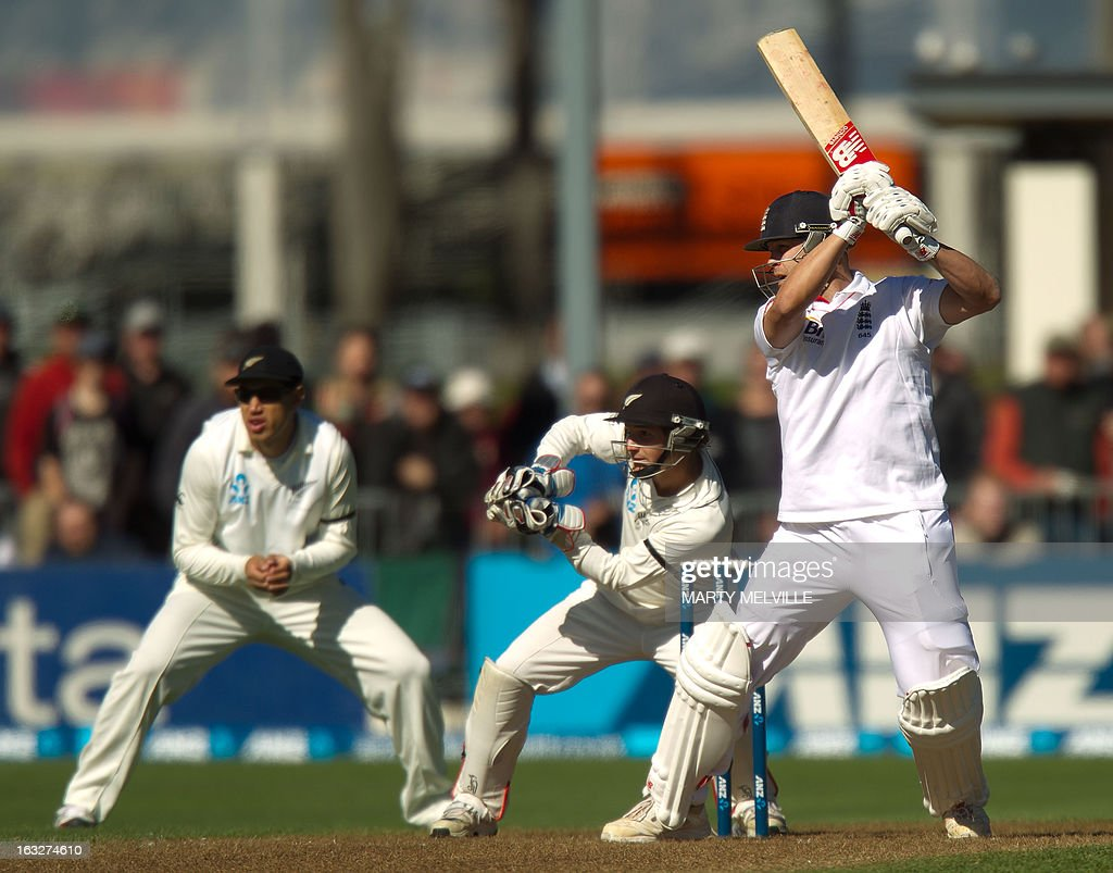 England's Jonathan Trott bats with New Zealand's keeper BJ Watling (M) and fielder Ross Taylor (L) during day two of the first international cricket Test match between New Zealand and England played at the University Oval park in Dunedin on March 7, 2013. AFP PHOTO / Marty MELVILLE