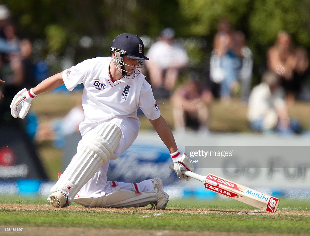 England's Jonathan Trott reaches safety during day four of the first international cricket test match between New Zealand and England played at the University Oval park in Dunedin on March 10, 2013. AFP PHOTO / Marty MELVILLE