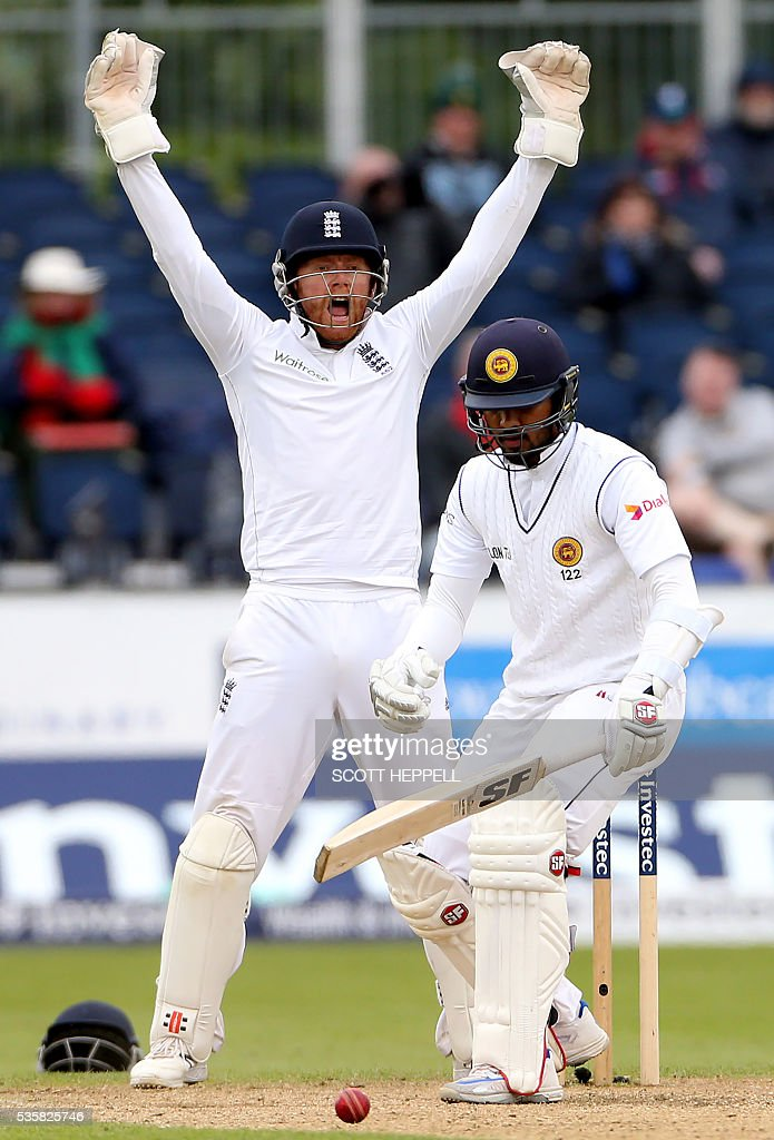 England's Jonny Bairstow (L) appeals unsuccessfully for the wicket of Sri Lanka's Dinesh Chandimal (R) on the fourth day of the second test cricket match between England and Sri Lanka at the Riverside in Chester-le-Street, north east England, on May 30, 2016. / AFP / SCOTT