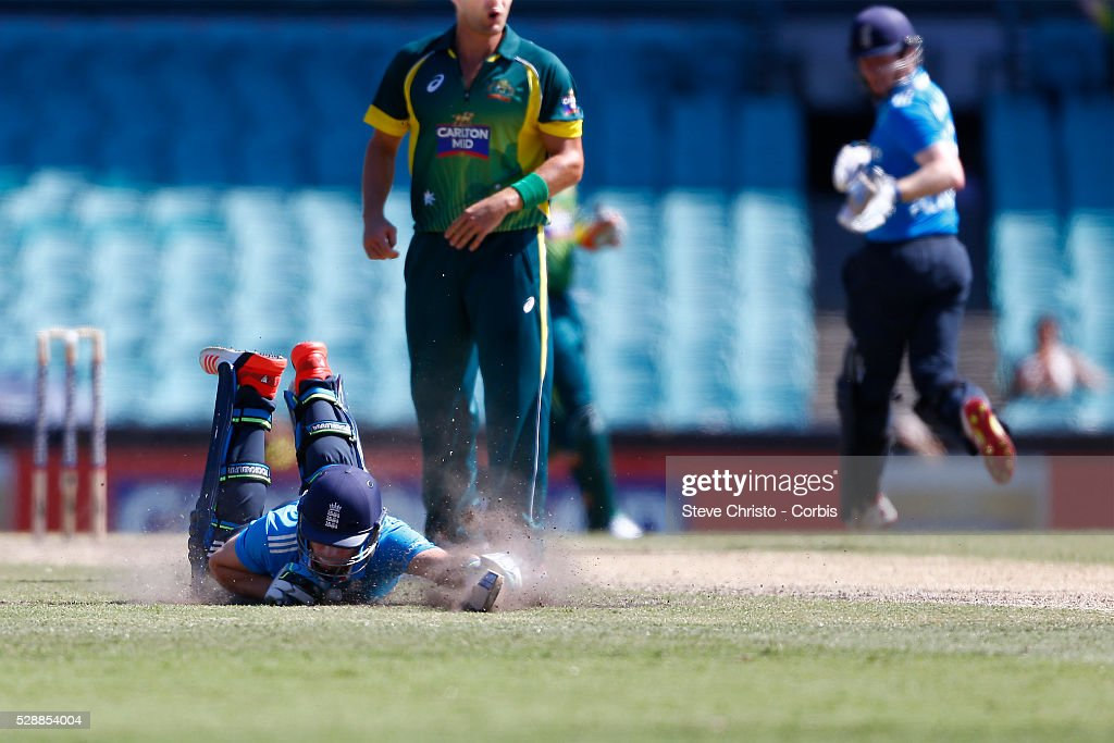 England's Jos Buttler makes his ground during an attempted runout by Australia at the Sydney Cricket Ground Sydney Australia Friday 16th January 2015