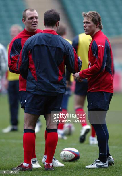 England's Josh Lewsey and Mike Tindall talk to Charlie Hodgson